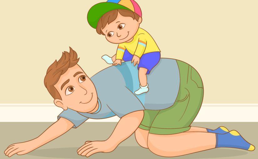 Bambino a cavallo della schiena del papà